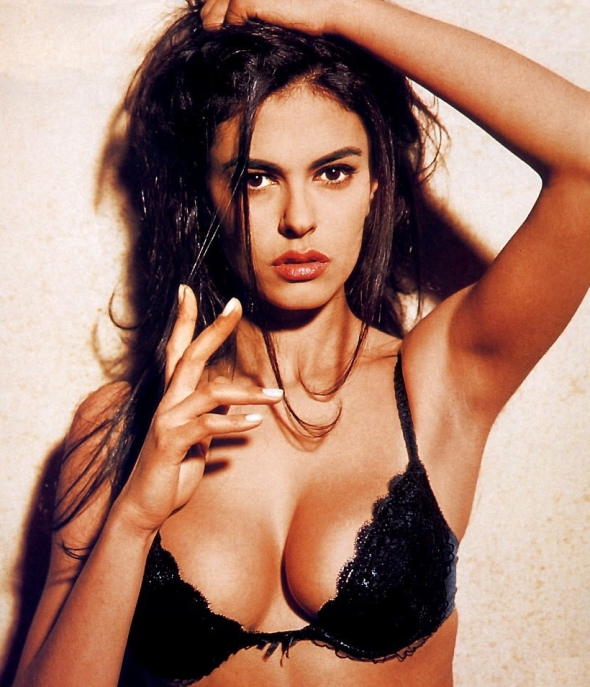 maria grazia cucinotta. sonia looked EXACTLY like this. actually, most of the girls in sicily look like this. lol.